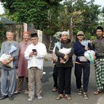 Bantuan Beras untuk Para Lansia