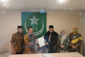 penandatanganan MO antara Hamdan Zoelva dangan kepala BPJPH