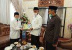 Ketum IPHI silaturahmi terima buku dari Walikota Padang Mahyeldi
